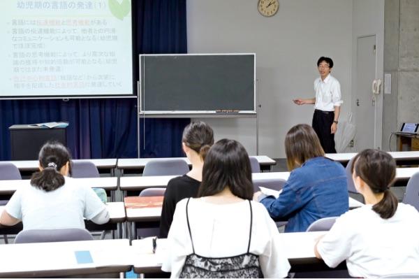 画像:授業を受ける学生