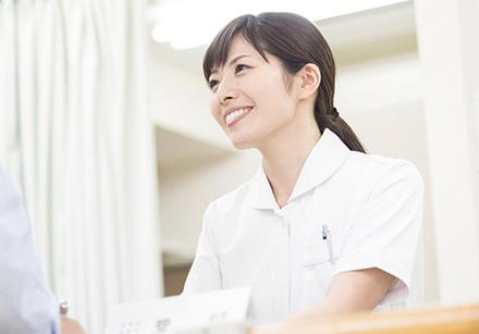 画像:インタビューを受ける学生